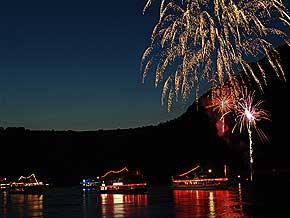 Rheinschiffahrt Mittelrhein-Lichter Feuerwerk