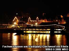 Fachwerkhäuser am Marktplatz Oberwesel am Rhein. Foto 10985 © 2006 WHO